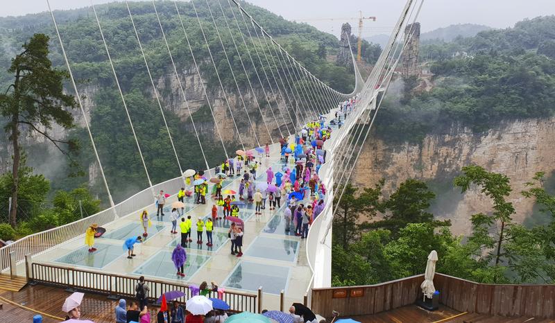 hoogste glazen brug ter wereld