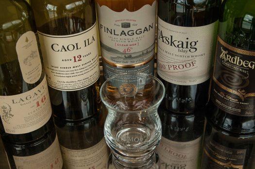 Op vakantie met vrienden, wat denk je van een whisky reis in Schotland?