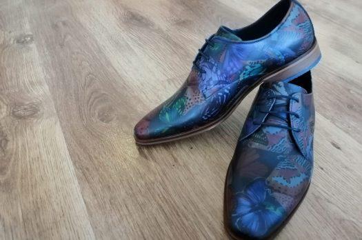 Goede schoenen maken de man, vooral wanneer ze kleurrijk en opvallend zijn
