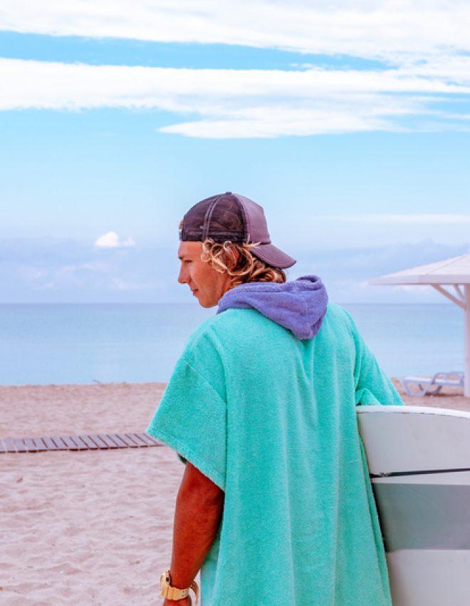 Je zomer ziet er net iets cooler uit wanneer je op een surfplank staat. Ga dus surfen!
