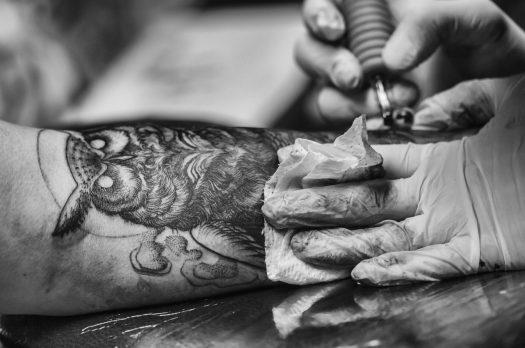 Hier moet je rekening mee houden bij het zetten van je eerste tatoeage