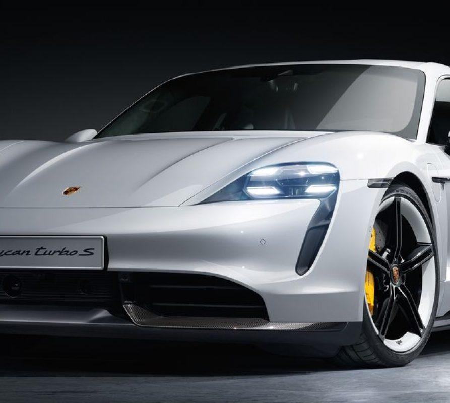 Porsche gaat met de nieuwe Taycan de strijd aan met Tesla
