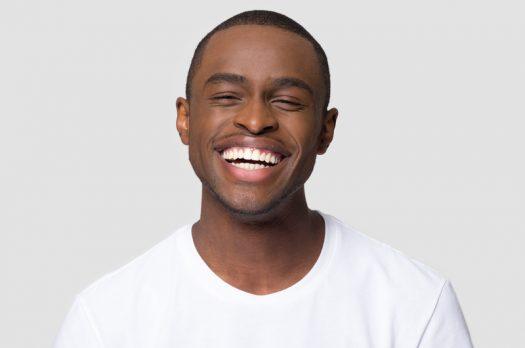 Hoe krijg ik witte tanden? Wij geven je drie gouden tips