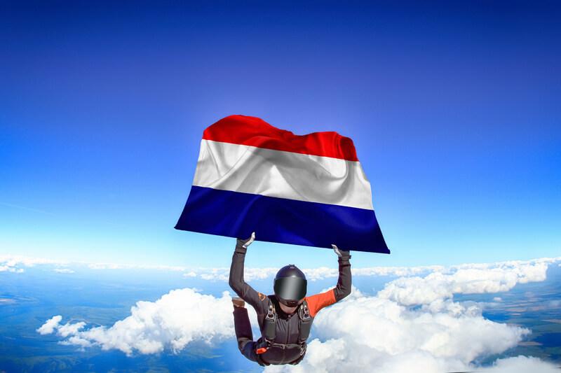 De beste en mooiste plekken om te parachutespringen in Nederland