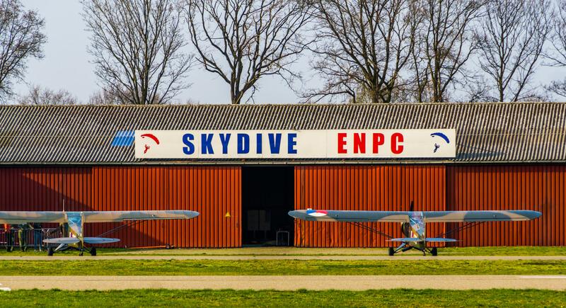 De mooiste plekken om te parachutespringen in Nederland