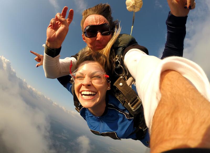 beste en mooiste plekken om te parachutespringen in Nederland