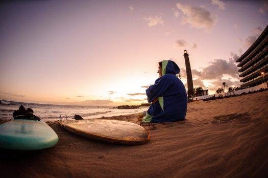 Het perfecte kerstcadeau, een surf poncho!